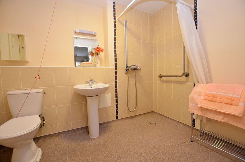 2 bed  for sale in Queensridge Court, Queensway 12