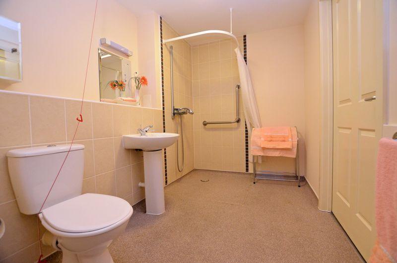 2 bed  for sale in Queensridge Court, Queensway  - Property Image 7