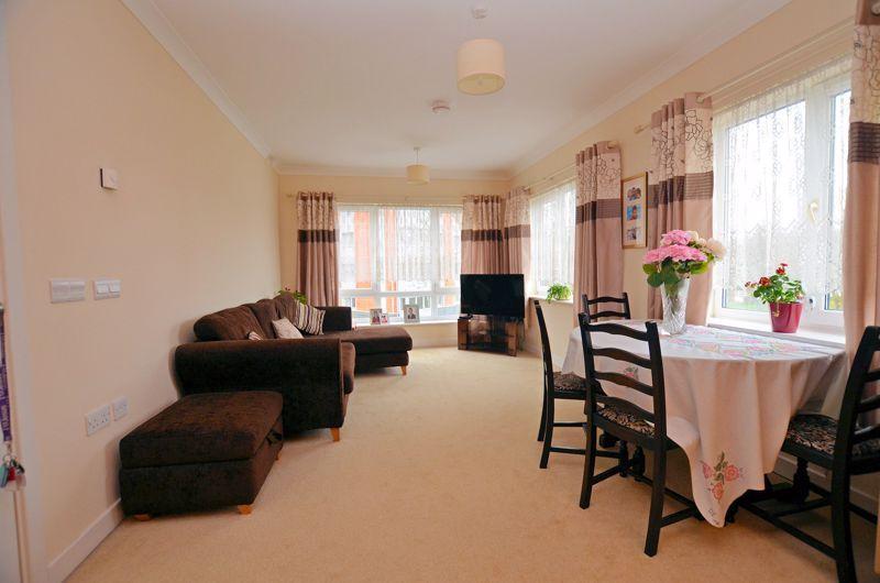 2 bed  for sale in Queensridge Court, Queensway  - Property Image 10