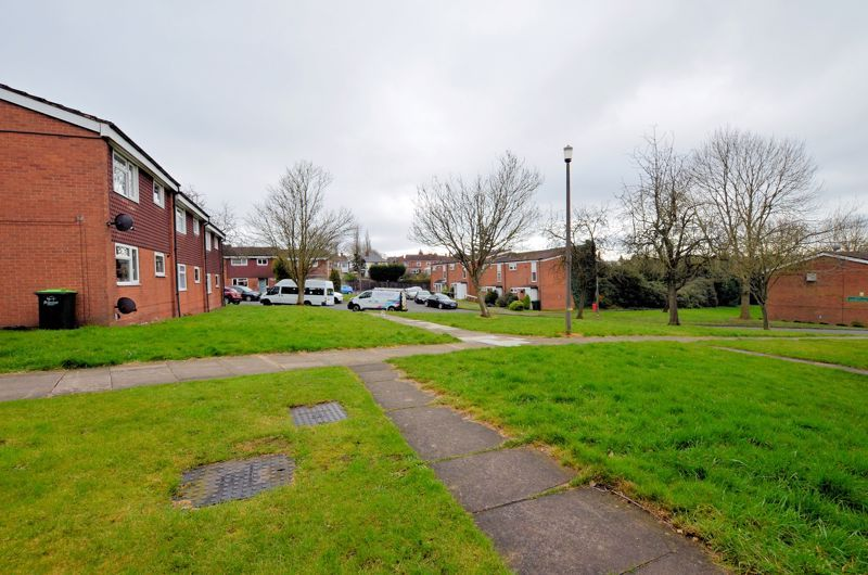 2 bed flat for sale in Warwick Close 11