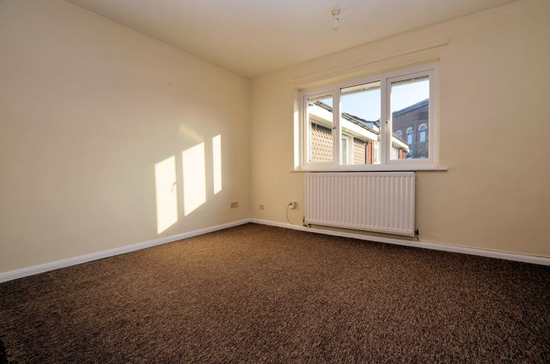 2 bed flat for sale in Roslyn Close 2