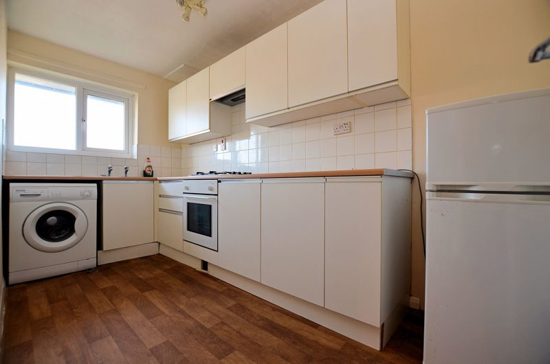 2 bed flat for sale in Roslyn Close  - Property Image 3