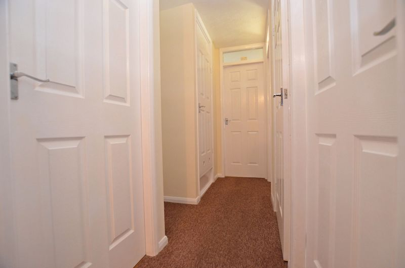 2 bed flat for sale in Roslyn Close  - Property Image 4