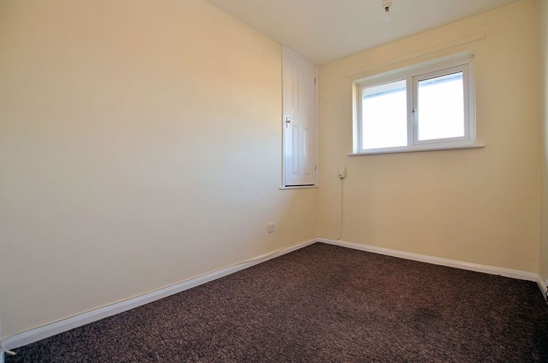 2 bed flat for sale in Roslyn Close  - Property Image 6