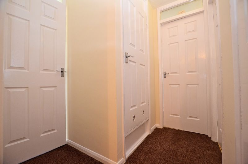 2 bed flat for sale in Roslyn Close  - Property Image 8