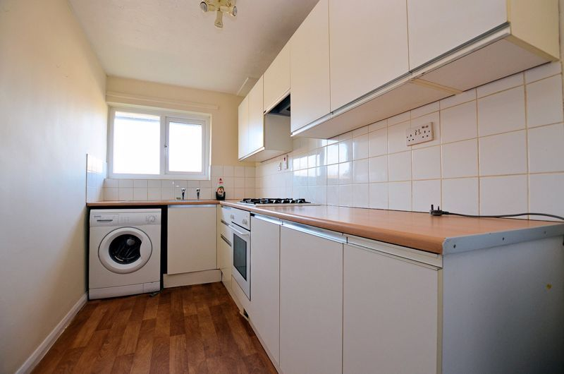 2 bed flat for sale in Roslyn Close  - Property Image 10