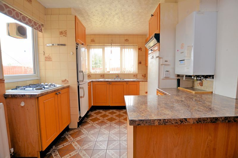 2 bed bungalow for sale in Elmdale  - Property Image 7