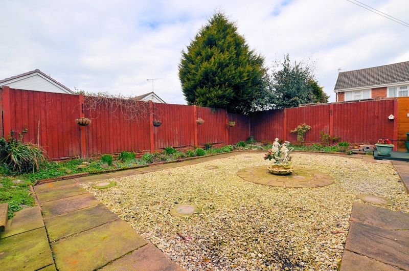 2 bed bungalow for sale in Elmdale  - Property Image 8