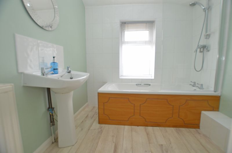3 bed house for sale in Pavilion Avenue 8