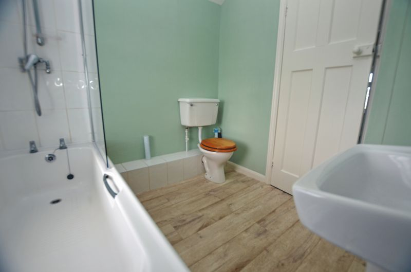 3 bed house for sale in Pavilion Avenue 9