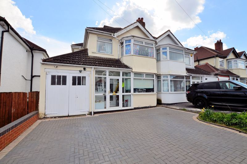 4 bed house for sale in Forest Road  - Property Image 1