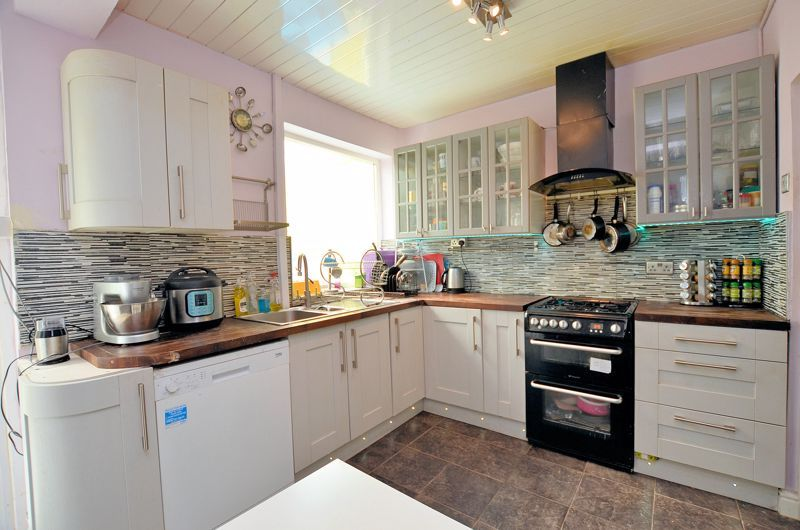 4 bed house for sale in Forest Road  - Property Image 18