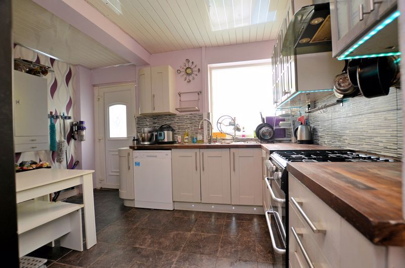 4 bed house for sale in Forest Road  - Property Image 19