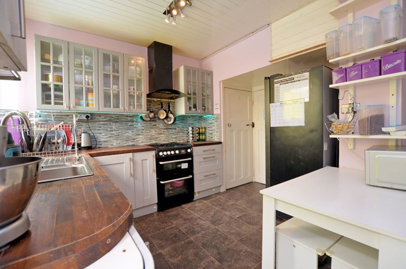 4 bed house for sale in Forest Road  - Property Image 4