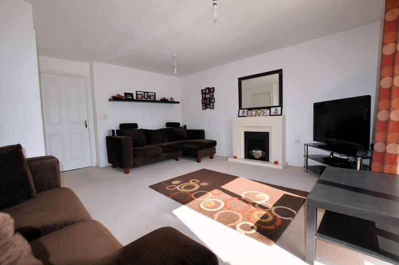 3 bed house for sale in Princes Way  - Property Image 3