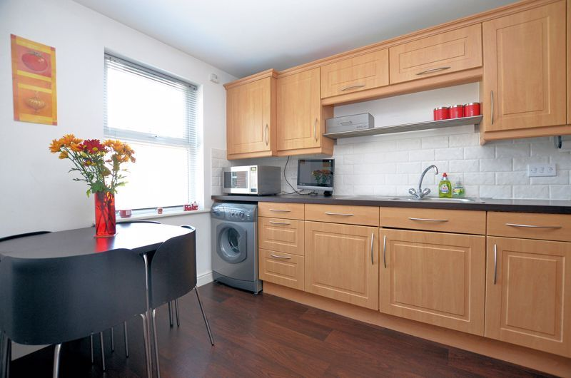3 bed house for sale in Princes Way 8