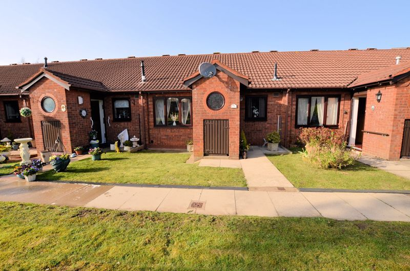 2 bed bungalow for sale in Harden Keep, Millpool Way, B66