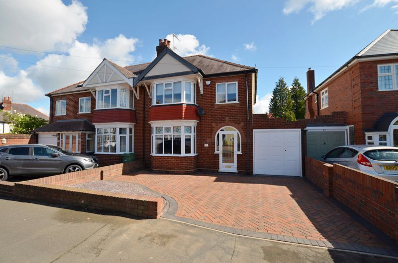 3 bed house for sale in Garland Crescent  - Property Image 1