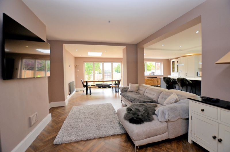 3 bed house for sale in Garland Crescent 16