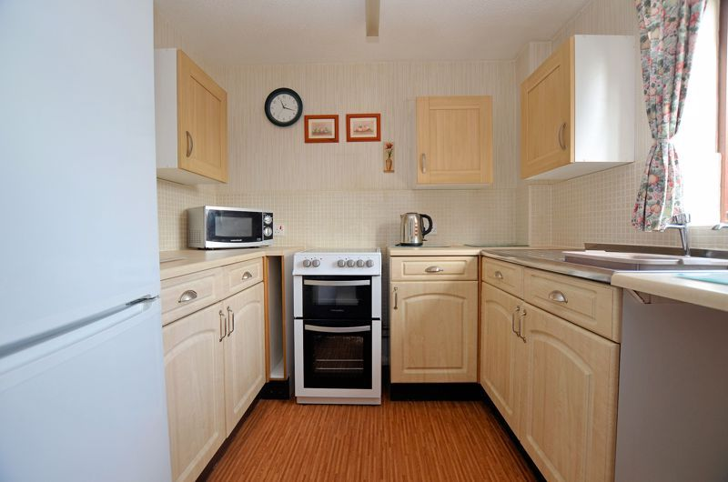 2 bed flat for sale in Sandon Road 3