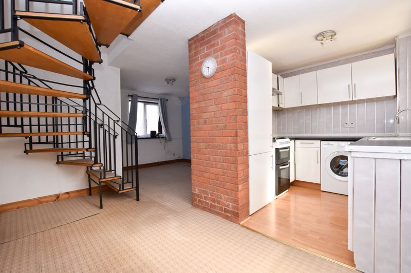 2 bed house to rent in Blakemore Close 2