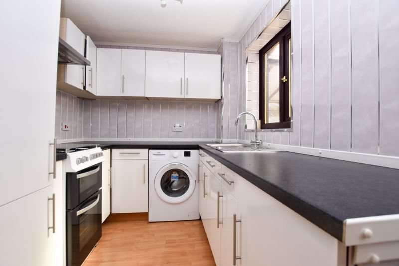 2 bed house to rent in Blakemore Close 4