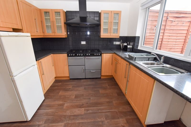 3 bed house to rent in Alexander Road 2