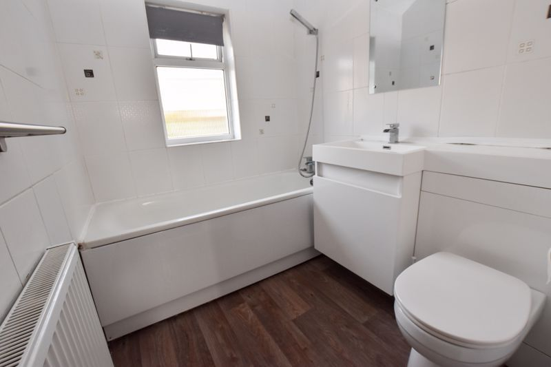 3 bed house to rent in Alexander Road 9