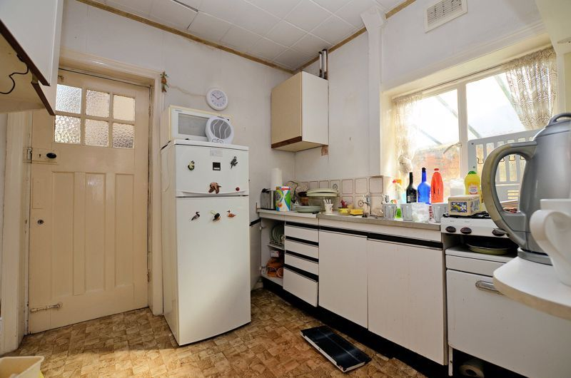 3 bed house for sale in Goodrest Avenue 7