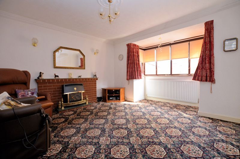 2 bed bungalow for sale in Highbury Avenue  - Property Image 2