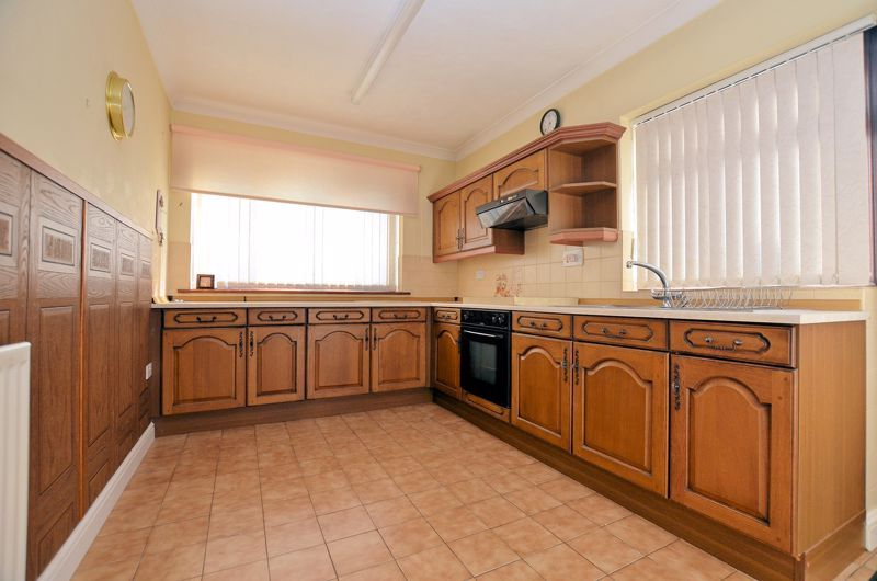2 bed bungalow for sale in Highbury Avenue 3