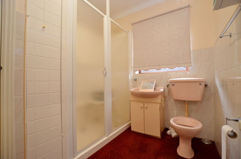 2 bed bungalow for sale in Highbury Avenue 5