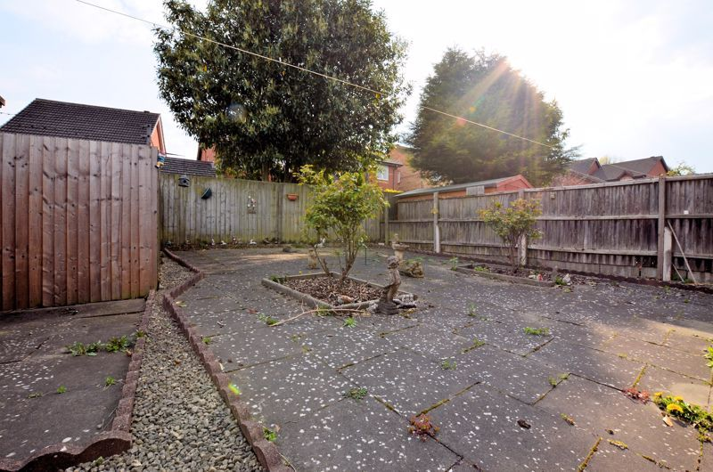 2 bed bungalow for sale in Highbury Avenue 8