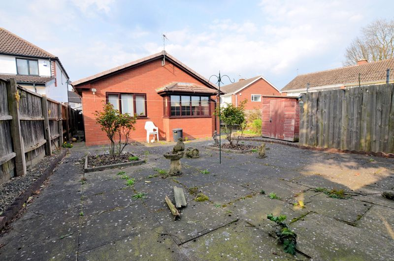 2 bed bungalow for sale in Highbury Avenue 9