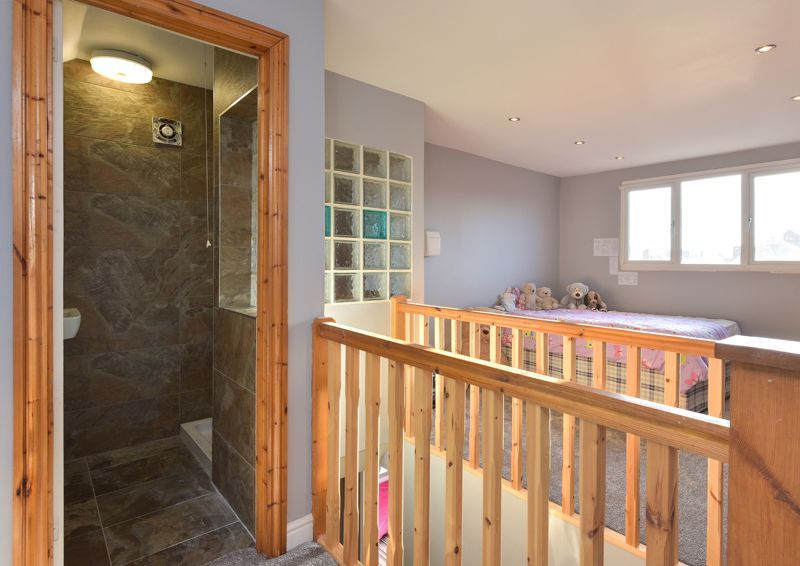 5 bed house for sale in Maple Road 11