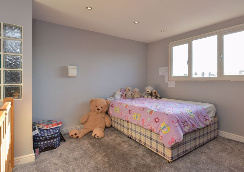 5 bed house for sale in Maple Road  - Property Image 12