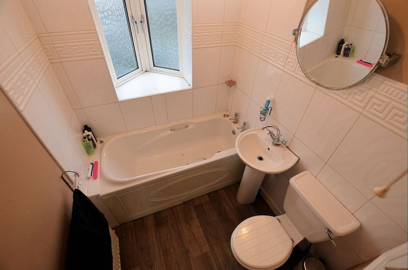 3 bed house for sale in Moat Road 14