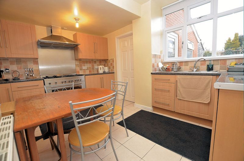 3 bed house for sale in Moat Road 10