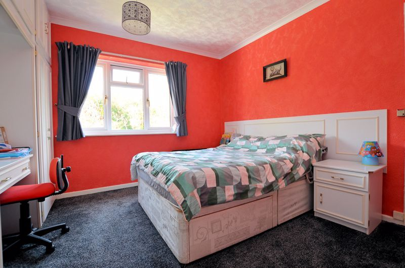 3 bed house for sale in Valley Road 16