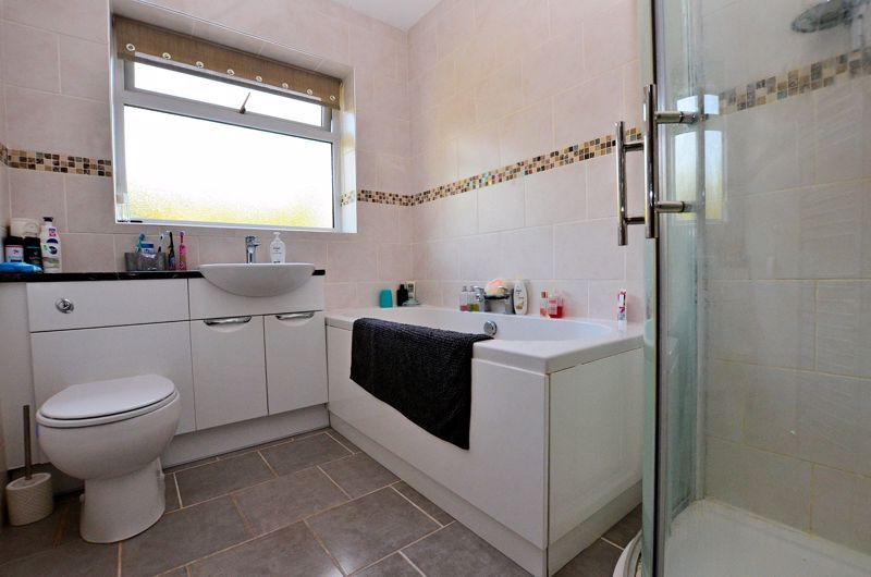 3 bed house for sale in Valley Road 7