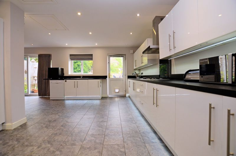 3 bed house for sale in Beverley Court Road 13
