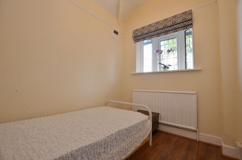 3 bed house for sale in Beverley Court Road 18