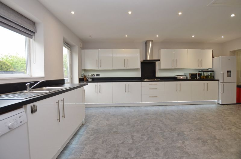 3 bed house for sale in Beverley Court Road  - Property Image 4