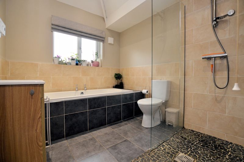 3 bed house for sale in Beverley Court Road 7