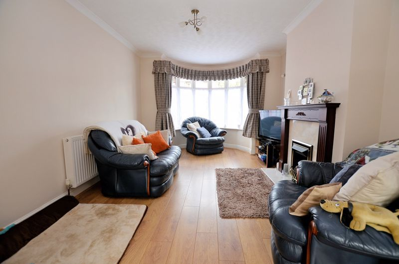3 bed house for sale in Worlds End Lane 2