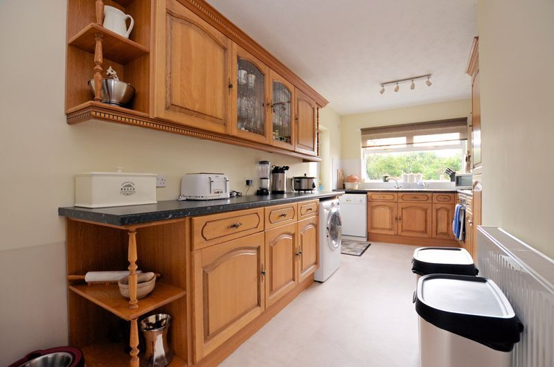 3 bed house for sale in Worlds End Lane 14