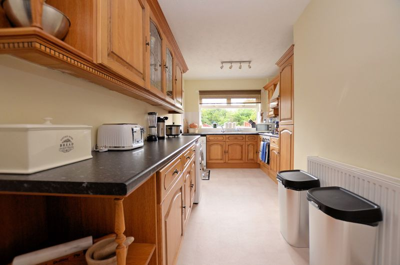 3 bed house for sale in Worlds End Lane 4