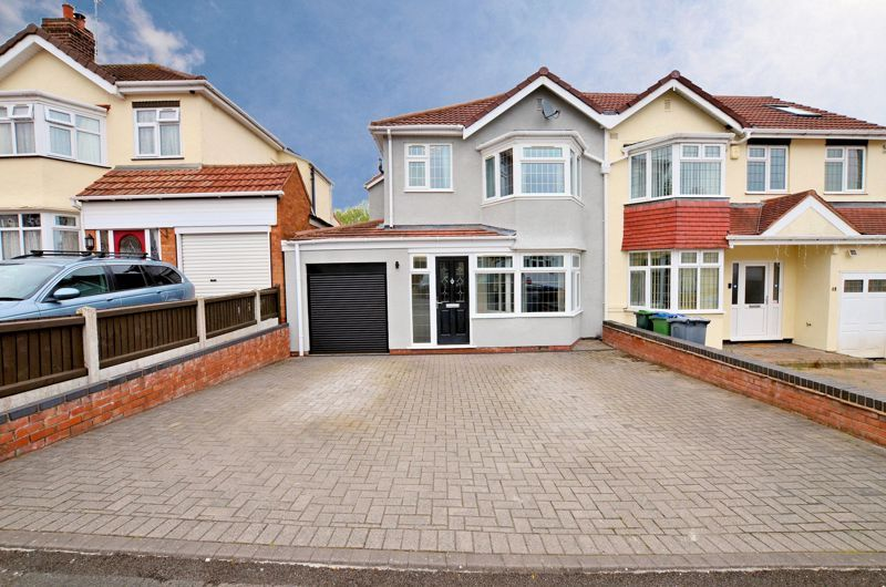 3 bed house for sale in Holly Road 1