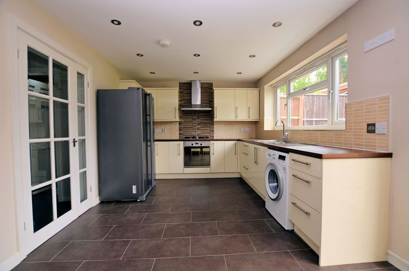 3 bed house for sale in Holly Road  - Property Image 3