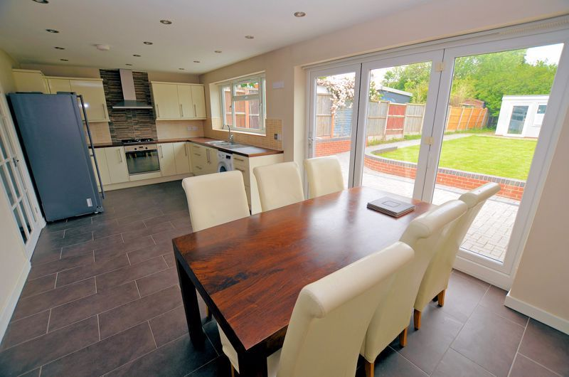 3 bed house for sale in Holly Road  - Property Image 7